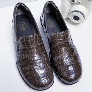 Clark's patent leather size 8.5 brown loafers